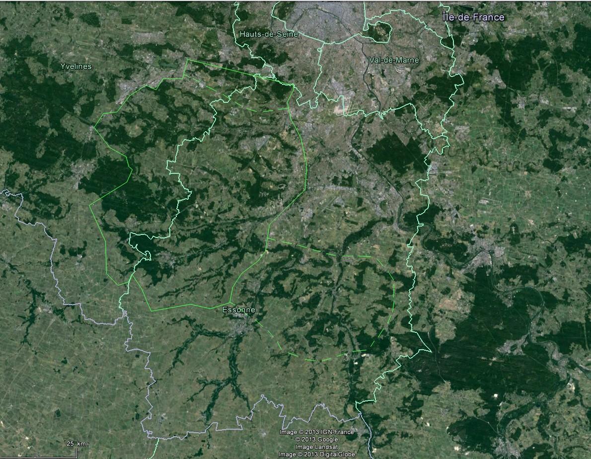 Les boisements effilochés caractéristiques du Hurepoix, reliant les massifs de Rambouillet et de Fontainebleau. Le secteur Juine et Essonne présente moins de rectitudes. (Google Earth)